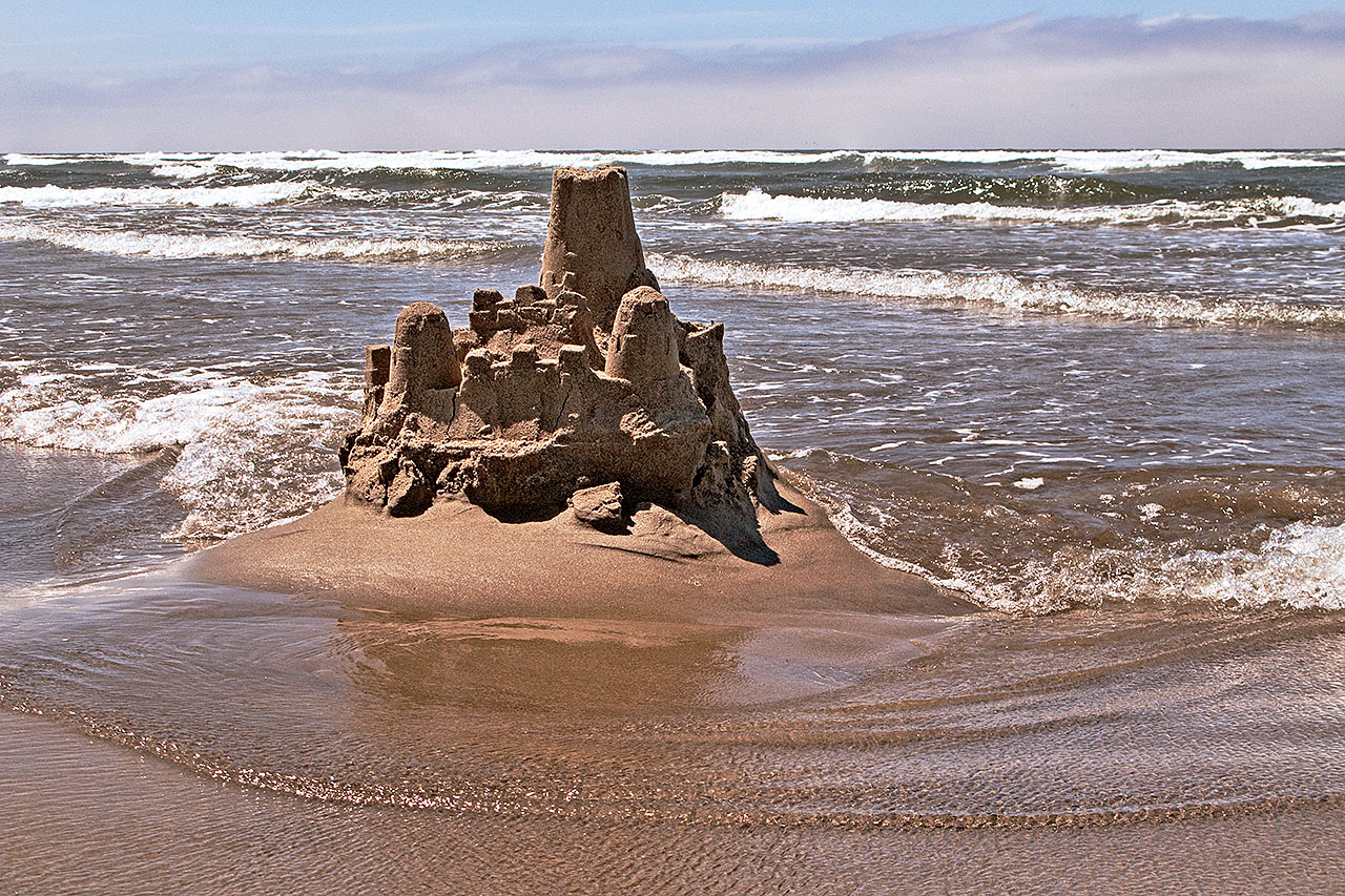 Sand_castle,_Cannon_Beach